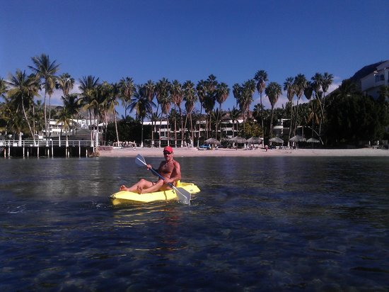 La Concha Beach Resort: using free kayaks infront of resort