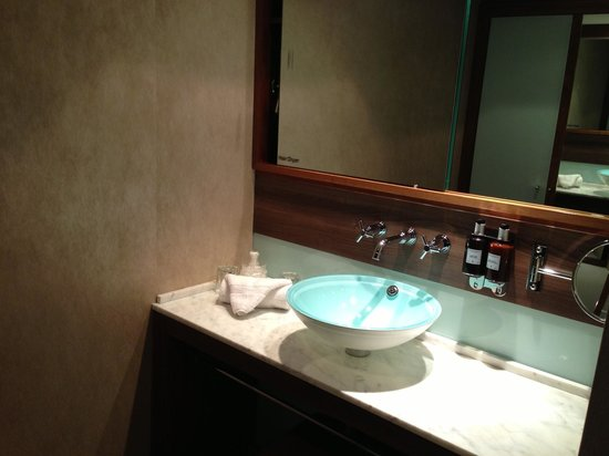 Radisson Blu Edwardian Manchester: Sink and dressing area