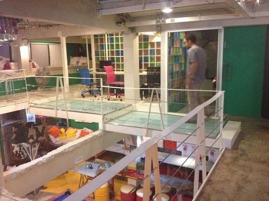 Silom Art Hostel: computer / relax room