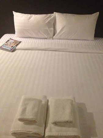 Silom Art Hostel: comfy, clean bed