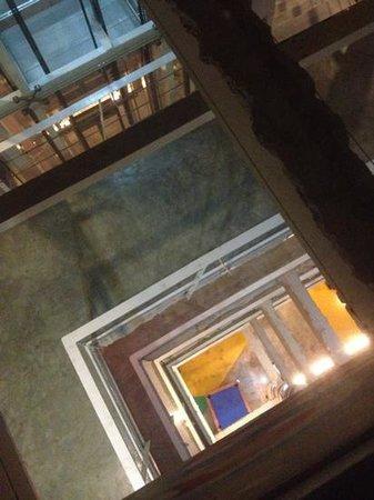 Silom Art Hostel: open floor plan in hallway