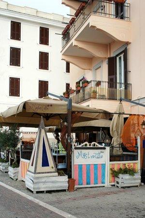 Mastro Titta Pizza: Entrance to Mastro Titta