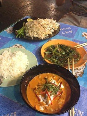 Silom Art Hostel: amazing food at Suzy's (just down Silom)