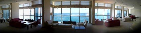 Charisma De Luxe Hotel: zeezicht vanuit receptie