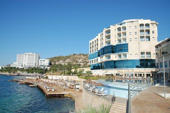 Charisma De Luxe Hotel: Zonnterras