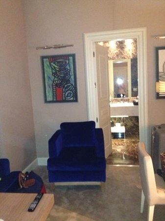 The First Luxury Art Hotel:                                     двух комнатный номер с двумя с/у
