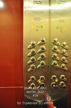 Hotel Louis 2: elevator buttons