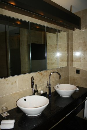 The Dolder Grand: Bathroom Mirror with TV