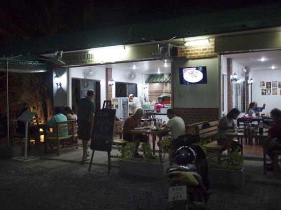 Pizzeria AGLI AMICI da Michele & Jimmy: Outside Agli Amici