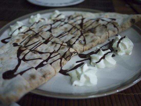 Pizzeria AGLI AMICI da Michele & Jimmy: To die for - chocolate hazelnut Calzone