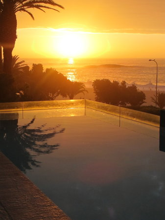 POD Camps Bay: sundowners by the pool
