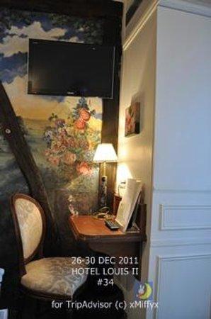 Hotel Louis 2: room#34; television, desk