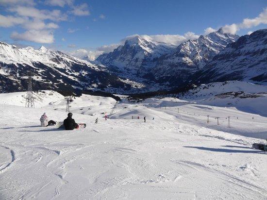 Wengen, Suisse : 山頂付近からGrindelwald方面へのコース
