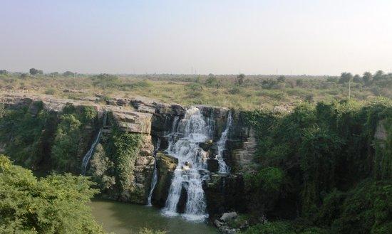 Nagarjuna Sagar Dam :                   Ethipotala Waterfall