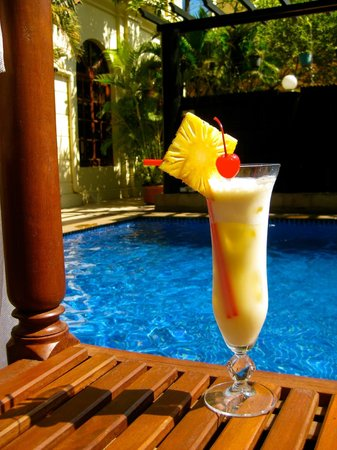 Royal Crown Hotel : Great happy hour at the pool