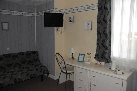 Inter Hotel Le Savoy Caen : CHAMBRE FAMILLE / QUADRUPLE COTE COUR