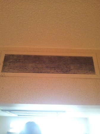 Econo Lodge:                   Vent #2 in room