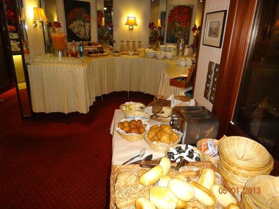 Senator Hotel Hamburg:                   завтрак