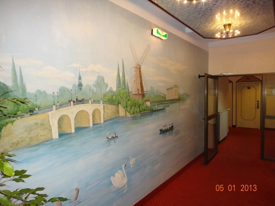 Senator Hotel Hamburg:                   хол перед лифтом