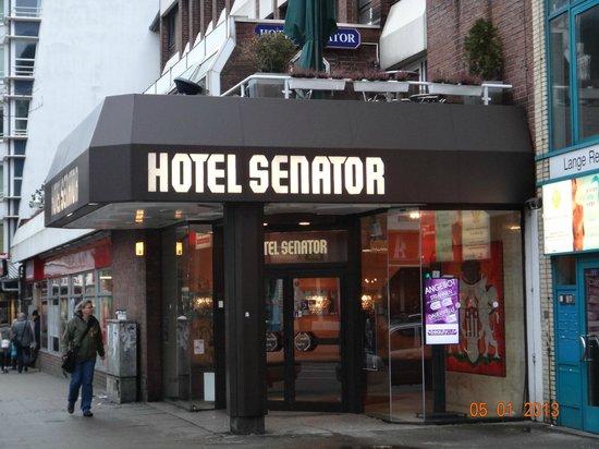 Senator Hotel Hamburg:                   вход в отель