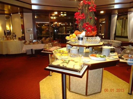 Senator Hotel Hamburg:                   комната для завтраков