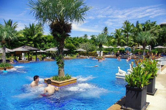Marriott's Mai Khao Beach - Phuket:                                                                                           We spe