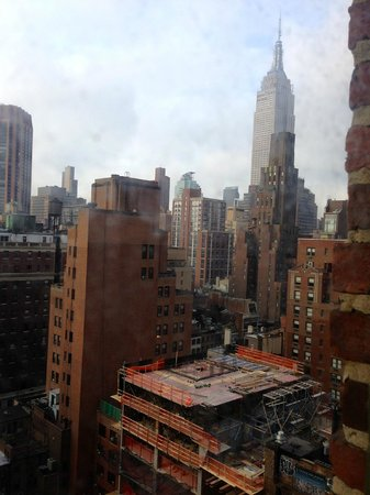 Pod 39 Hotel: View of Empire State building and building works - Floor 15