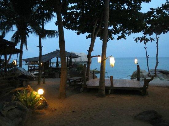 Tanote Villa Hill:                   Dusk in Tanote Bay