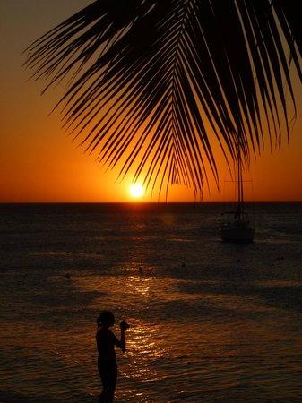 Paradise Oceanic Hotel: sunset