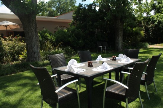Valley Lodge & Spa: Garden lunch setting