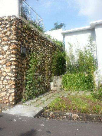 Paradise Loft Villas Jimbaran:                                     entrance to villa