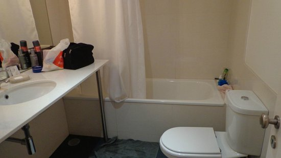 6Only Guest House: Banheiro do quarto