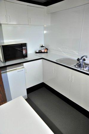 Coastal Motor Lodge:                   kitchen