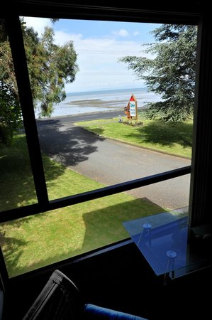 Coastal Motor Lodge:                   view from the bay window