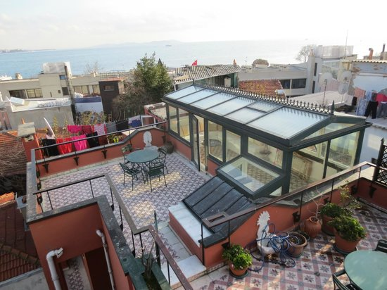 Stablesgate House & Studios: Indoor/Outdoor Terrace