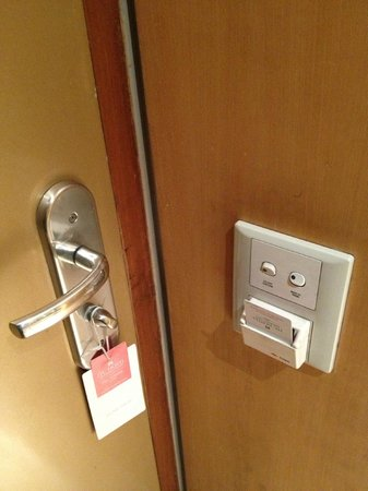 ITC Sonar: lights would only stay on if I kept my key in the outlet by the door