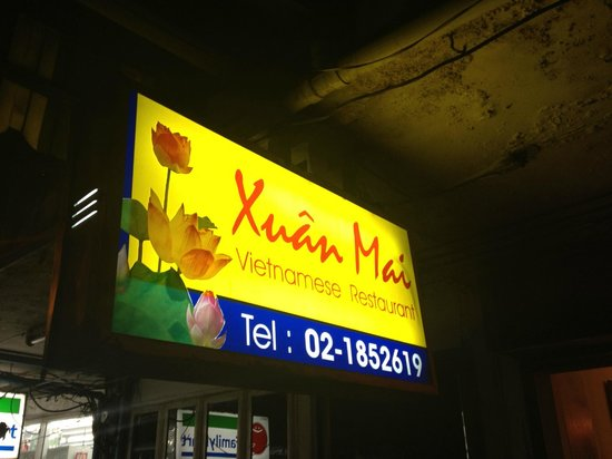 Xuan Mai Restaurant: Outside sign