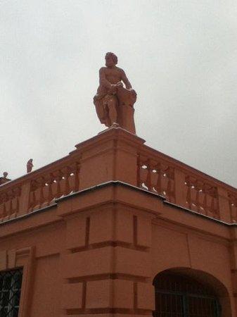 Rastatt, Tyskland:                                     Statue im Schlosshof