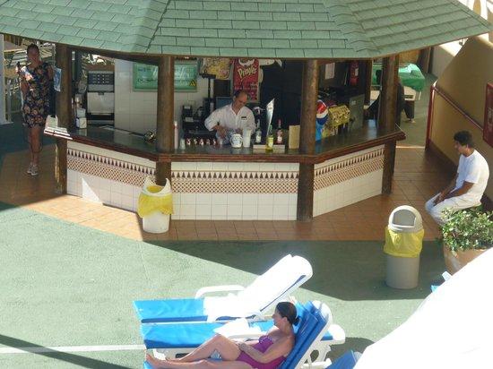 Playa Olid Apartments: pool bar