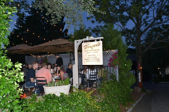 Ridgefield, CT : patio summer
