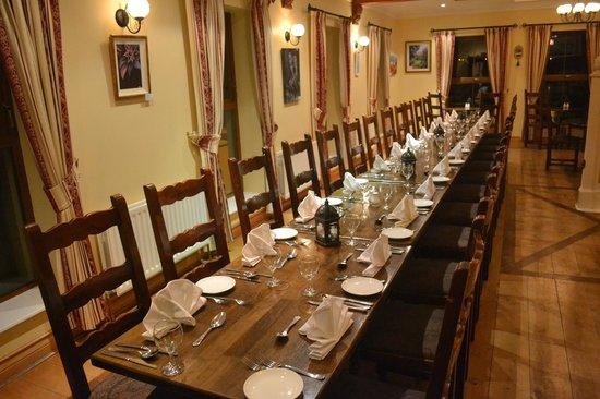 Caisleain Oir Hotel: Restaurant table for group