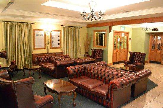 Caisleain Oir Hotel: hotel foyer