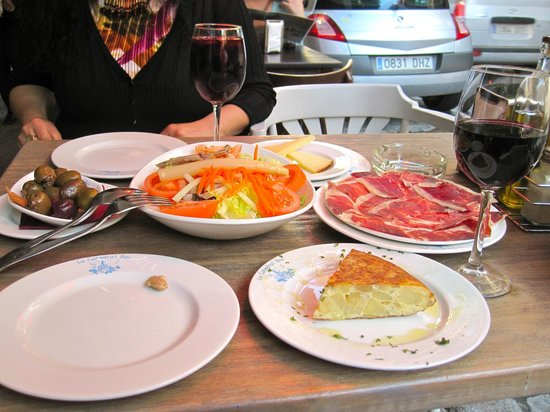 Hotel Casa 1800 Sevilla: Food galore on the same street as the hotel