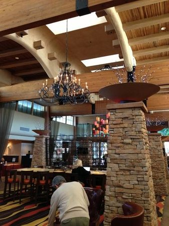 FireSky Resort & Spa - a Kimpton Hotel:                   lobby area where free wine in the evening and free coffee in the morning is se