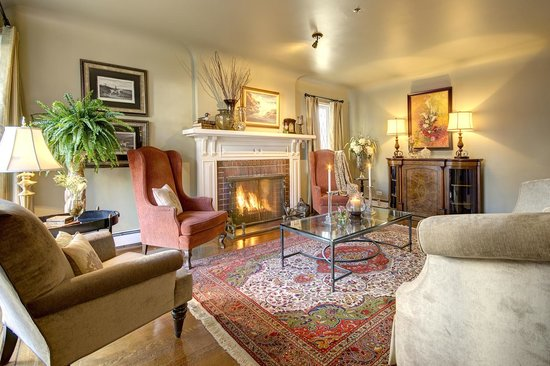 English Bay Inn: Living Room with Fireplace