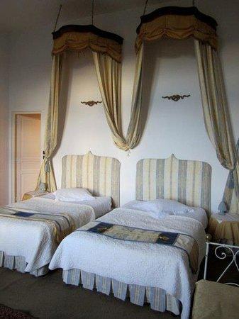 Chateau de la Motte:                   Isabelle de Poissy Room