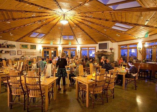 Treebones Resort Wild Coast Restaurant and Sushi Bar : Ocean view dining room