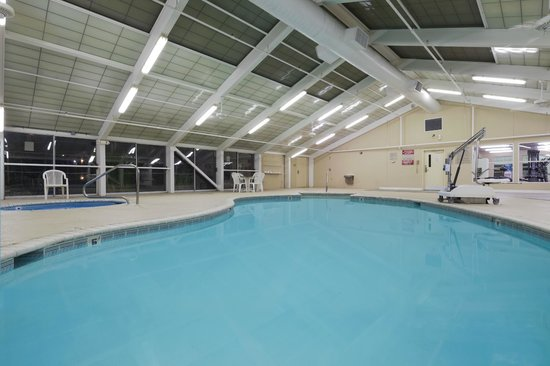 Country Inn & Suites by Radisson, Montgomery East, AL: Indoor Pool