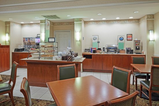 Country Inn & Suites by Radisson, Montgomery East, AL: Breakfast Area