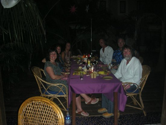 Bougainvillea Guest House Goa:                   An evening meal with other guest, now friends !